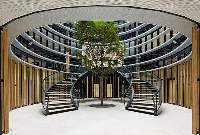 Revêtement du sol et conception d'un escalier monumental en pierre pour le Tribunal de Caen