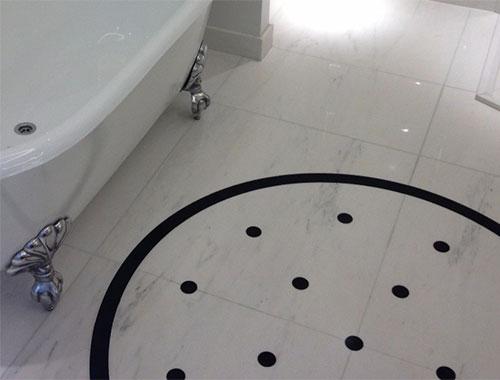 Réalisation d'une salle de bain en marbre et quartz