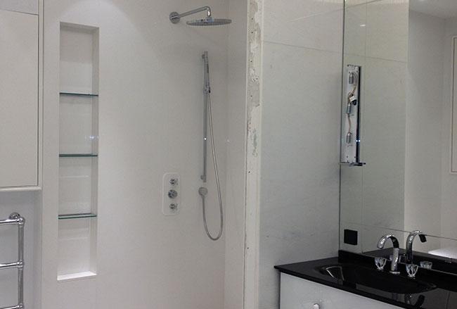 Conception d'une salle de bain en marbre